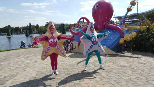These starfish at SeaWorld's Halloween Spooktacular put on a great performance for you! #SeaWorldSpooktacular