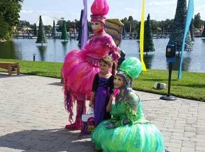 The costumed characters at SeaWorld's Halloween Spooktacular are not just there to look and smile at, they welcome you join them for a photo or two. #SeaWorldSpooktacular