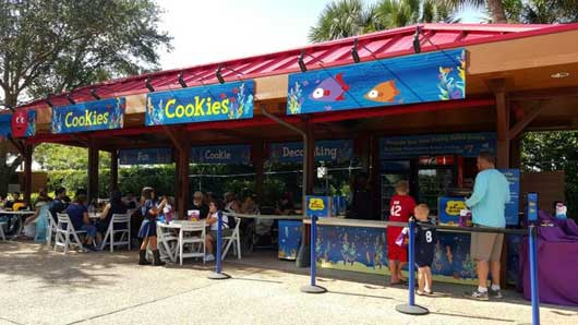While you're at SeaWorld head to the 'Cookies' station so you can decorate your own Halloween themed Spooktacular cookie. #SeaWorldSpooktacular